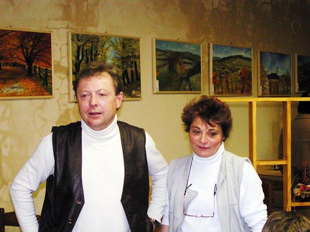 Manželé Špíškovi zřídili ve své hospůdce malou galerii.