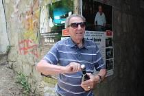 """4. 7. 2021. Odhalení pamětních tabulí u """"myší díry"""" v Uherském Hradišti, kde v roce 2018 řidič ujíždějící policii těžce zranil tehdy 84letého Josefa Blahulu (na snímku)"""
