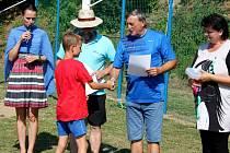 MLÁDÍ. Kluci a holky museli ve finále absolvovat na velehradském hřišti sedm fotbalových disciplín.