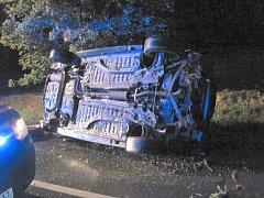 Tři osoby odvezeny do nemocnice po nehodě Peugeotu v Bílovicích