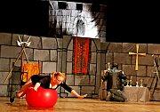 SVĚTOVÁ PREMIÉRA. Děj spíše pohádky Můj dům, můj hrad, který se odehrával na středověké pevnosti, přenesl diváky ze středověku do současnosti.