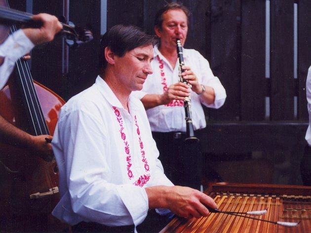 Jiří Hráček hraje v muzice Kunovjané.
