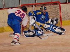 Hradišťští hokejisté překonali gólmana Šternberku pětkrát.