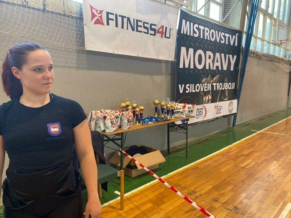 Klára Zmeškalová suverénním způsobem ovládla mistrovství Moravy vsilovém trojboji.