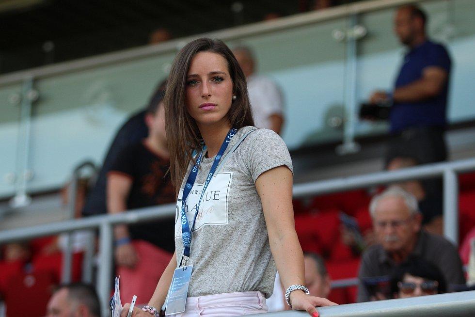 Čtyřiadvacetiletá fotbalistka Slovácka Kristýna Janků moderuje ligové zápasy i různé akce