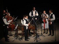 V sobotu večer se představilo na čtrnáctém ročníku Legend moravského folkloru na 151 účinkujících. Letošním tématem programu byly Vánoce na moravských horách.