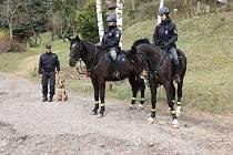 Policisté a jejich čtyřnozí kolegové.