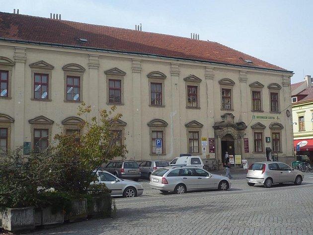 Objekt bývalé jezuitské koleje z větší části osiří. Služby, které tam živnostníci nabízeli, se přesunou do jiné části Uherského Hradiště