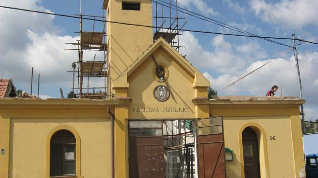 Kompletní oprava letité hasičské zbrojnice v Uherském Hradišti-Mařaticích potrvá až do listopadu.