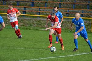 Fotbalisté Ořechova (v modrých dresech) v 10. kole krajské I. B třídy skupiny C přehráli Slavkov 4:0