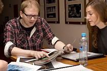 Šimon Dominik bude hru Bez roucha režírovat už poněkolikráte, dokonce v ní hrál.