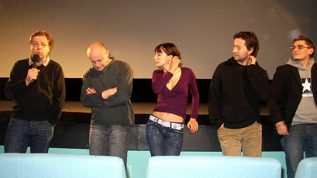 Známým filmovým hvězdám Vojtovi Kotkovi a Milanovi Šteindlerovi patřil promítací sál hradišťského kina Hvězda.