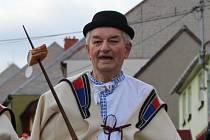 Stanislav Popelka v průvodu Fašankového festivalu ve Strání v roce 2017 ve své tradiční roli gazdy.