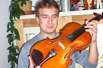 Josef Múčka vyrobí průměrně šest nástrojů ročně.