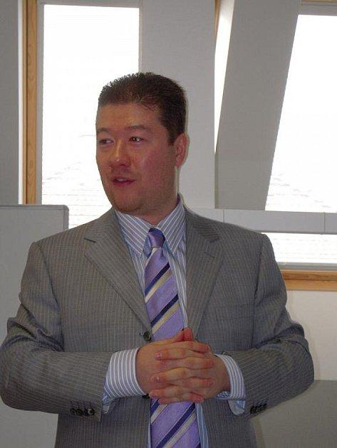 Tomio Okamura přednášel studentům v Uherském Hradišti.
