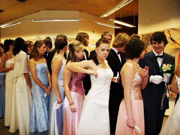 Slavnostním ukončením tanečních bývá prodloužená a závěrečná lekce.