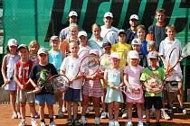Tenisového kempu ve Starém Městě se zúčastnila i bývalá světová pětka Jiří Novák (vpravo nahoře).