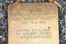 U příležitosti stého výročí Obchodní akademie v Uherském Hradišti se bude konat křest studentského almanachu a položení kamene zmizelých.