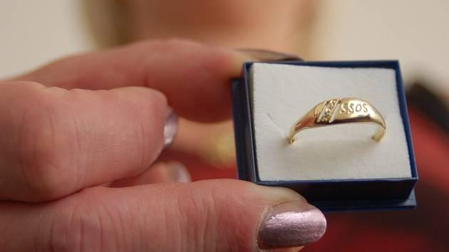 Takové zlaté prsteny dostane sedm desítek absolventů z Kunovic.