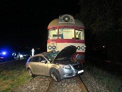 Osobní vlak srazil opela.