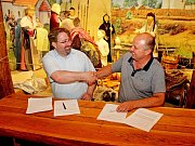 MEMORANDUM. VArcheoskanzenu Modrá byl podepsán obapolný dokument o vzájemné spolupráci.