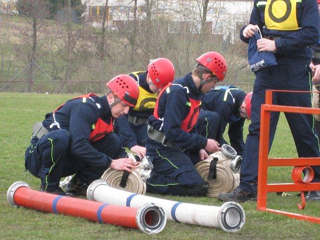 Trénink hasičů je náročný