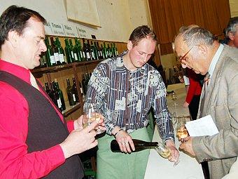 Na velikonoční výstavě vín se jedlo, povídalo, ale především pilo.