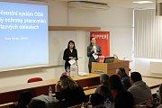 Ředitelka UNICEF Pavla Gomba na přednášce se studenty v Uherském Hradišti