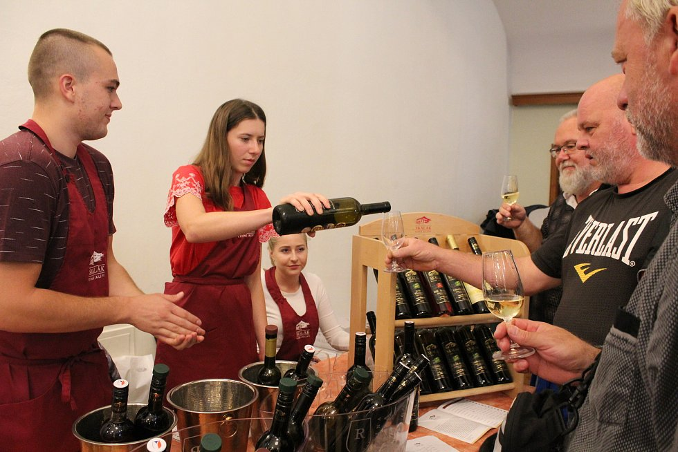 Vzhledem k nepřízni počasí byla nedělní (8. září) výstava vín v Redutě příjemným vyvrcholením XVII. ročníku Slováckých slavností vína a otevřených památek. Vinařství Skalák.