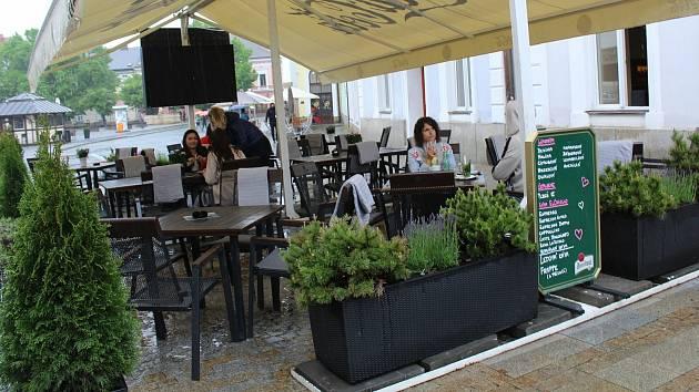 Zahrádka uherskohradišťského baru Larosco