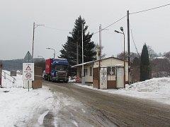 Vjezd do muničního skladu ve Vrběticích. Ilustrační foto.