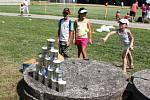 Na své si přišli při oslavách v areálu huštěnovického hřiště také kluci a holky.