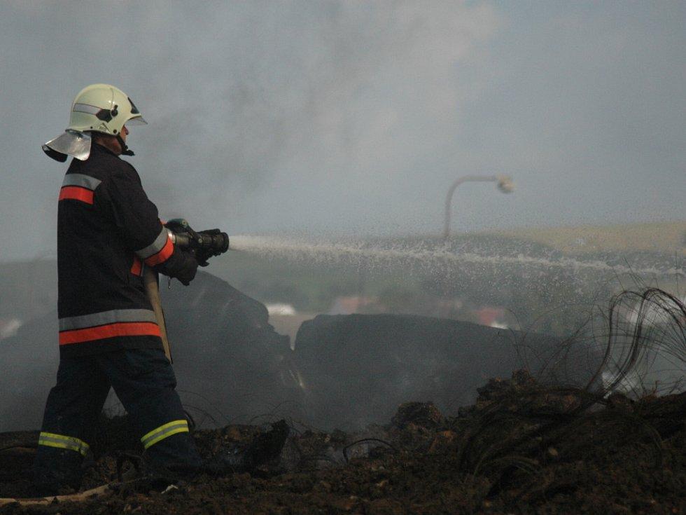 Dohašování požáru v Uh. Brodě.