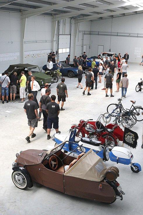 Autosalon veteránů v nové výrobní hale firmy MM CITÉ v Bílovicích.