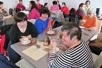 V nové kavárně budou obsluhovat i hendikepovaní klienti velehradského zařízení.