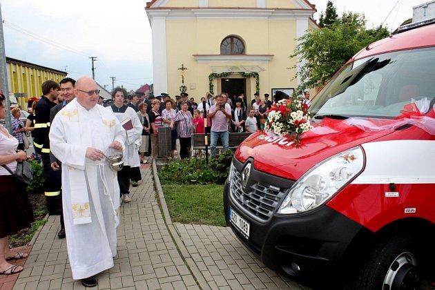 Nový automobil by měl zvýšit kvalitu a rychlost tupeských hasičů při likvidaci požárů.