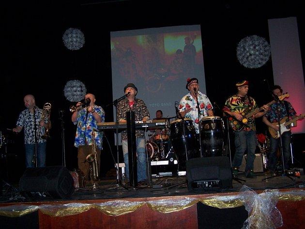 Richard Tesařík se svou kapelou roztančil uherskohradišťský Klub kultury.