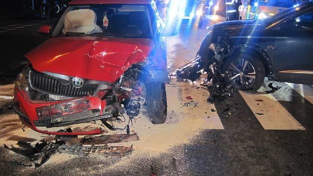 Srážka dvou osobních automobilů v křižovatce na Třídě Maršála Malinovského si v úterý 15. ledna krátce před 18. hodinou vyžádala zranění řidičky jednoho z vozidel.