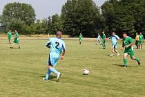 Ačkoliv jim léta přibyla, fotbal stále hrát umějí. Huštěnovičtí vyhráli nad jalubskými 3:2.