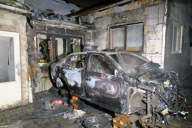 Požár auta v Kněžpoli.