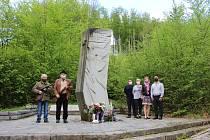 Koronavirová pandemie výrazně ovlivnila připomínku 75. výročí nejhrůznější tragédie vhistorii Uherskohradišťska, která se stala 29. dubna 1945 ve Vápenicích za obcí Salaš.