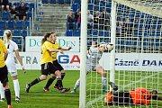 Fotbalistky Slovácka (v bílých dresech) zdolaly na Městském stadionu Horní Heršpice 2:1. Foto: Petr Zapletal