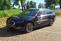 Mladoboleslavská automobilka darovala Charitě Uherské Hradiště i Charitě Uherský Brod, každé z nich jeden vůz značky Škoda Octavia.