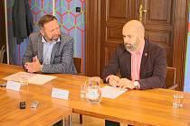 Ředitel Slováckého divadla Michal Zetel se rozhodl odstoupit. Na uherskohradišťské radnici to oznámil společně se starostou Uherského Hradiště Stanislavem Blahou.