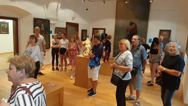 Návštěvníci v Galerii Joži Uprky