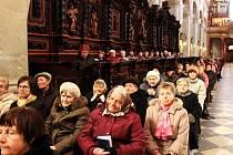 Dvě stě padesát vdov se zúčastnilo ve velehradské bazilice mše svaté, jejím hlavním celebrantem byl arcibiskup olomoucký Jan Graubner.