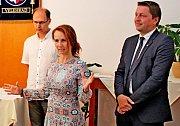 Slavnostní akt předávání cen nejlepším zpravodajům se uskutečnil za účasti organizátorů soutěže, poslance Miroslava Kalouska a biskupem Martinem Davidem