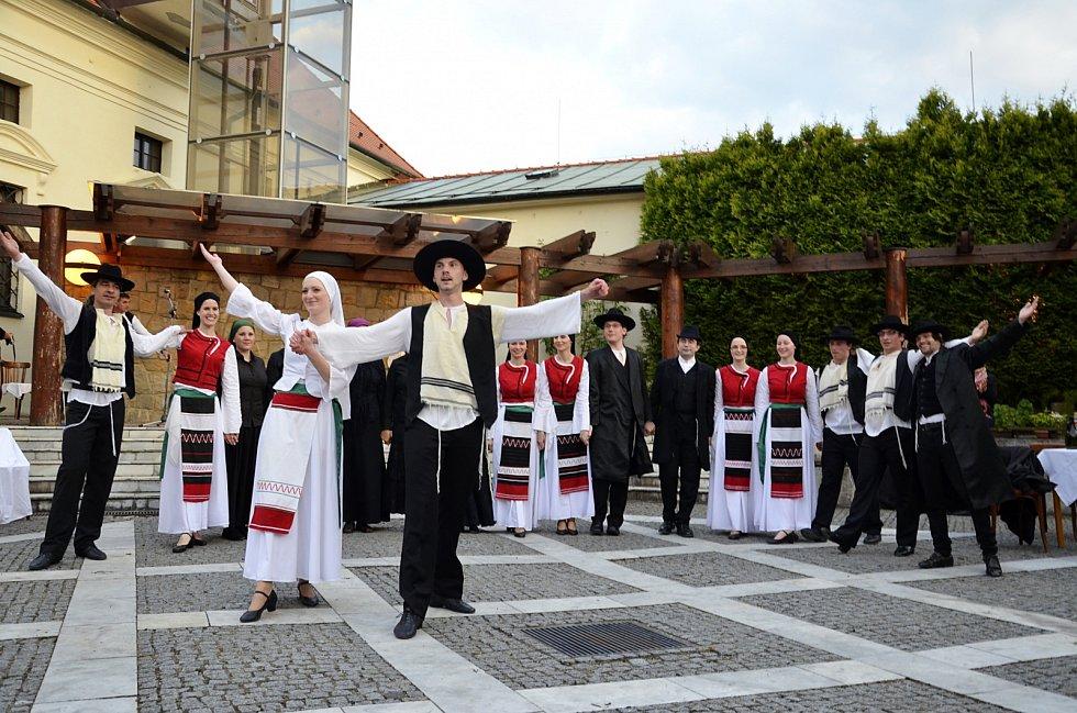 Židovská svatba v atriu muzea JAK. Ilustrační foto.