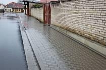 Nové chodníky v Huštěnovicích.
