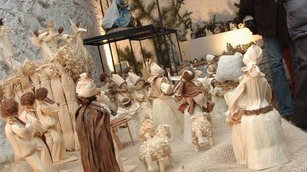 Mezi vystavovanými betlémy nechyběly ty z šustí, keramiky, dřeva či perníku.